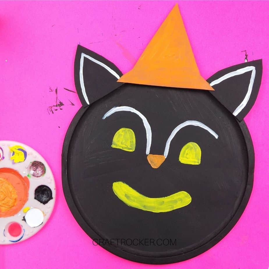 Face Outline Painted on Black Cat Pizza Pan - Craft Rocker