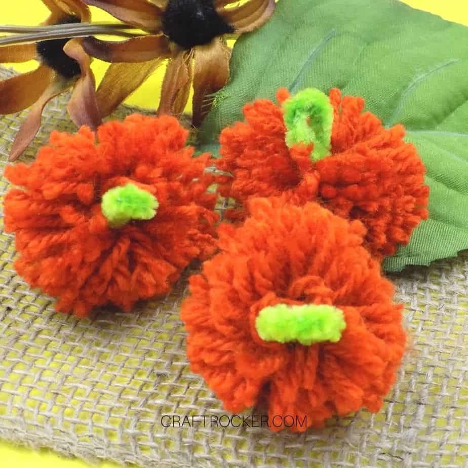Yarn Pumpkin Pom Poms on Burlap - Craft Rocker