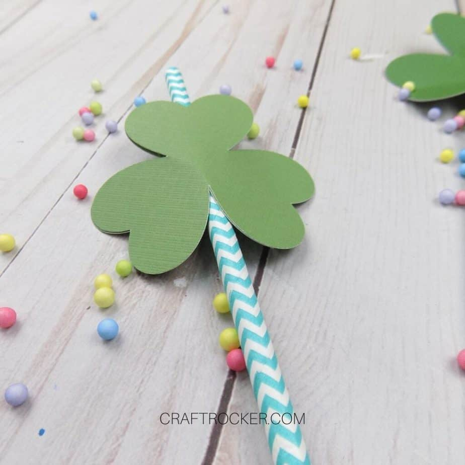 Close Up of Shamrock Straw Topper - Craft Rocker