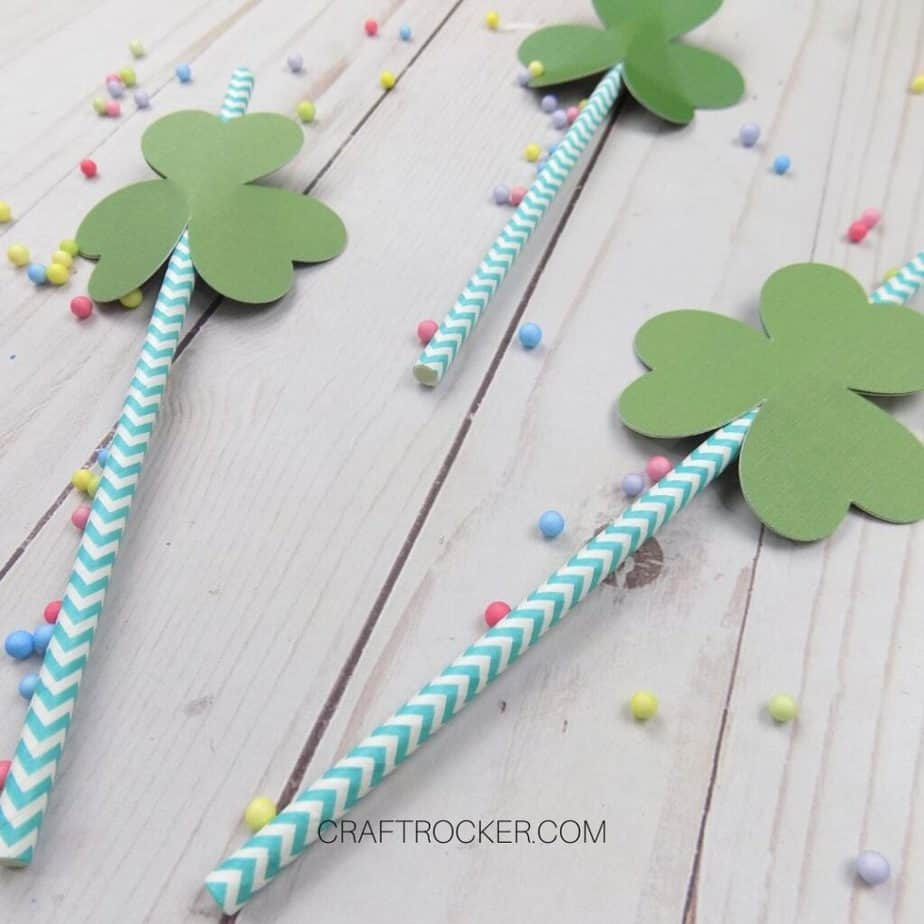 Close Up of Shamrock Straw Toppers on Straws - Craft Rocker